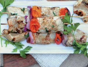 Рыбный шашлычок с салом и овощами